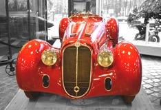 MOSKVA RYSSLAND - JANUARI 6, 2018: Vadim Zadorozhny Technology Museum tappningbilAlfa Romeo modell 8C2900B royaltyfri foto