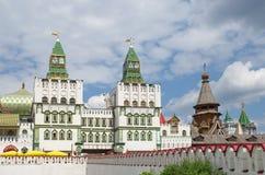 Moskva Ryssland - Juli 17, 2015: Den huvudsakliga ingången till den Izmailovo Kreml Arkivfoto