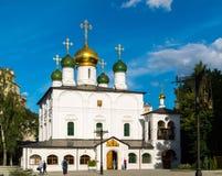 MOSKVA RYSSLAND - Juli 24 2017 Domkyrka av mötet av symbolen av modern av guden av Vladimir i den Sretensky kloster Royaltyfri Fotografi