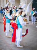 Moskva Ryssland, Juli 12, 2018: Koreanska traditionella musikinstrument En grupp av musiker och dansare i ljust Royaltyfria Bilder