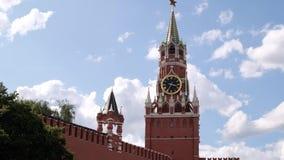 Moskva Ryssland - Juli, 2019: Röd fyrkant för Moskva, sikt för tidschackningsperiod av Kreml i Moskva, Ryssland stock video