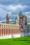 Moskva Ryssland - Juni 08 2016 Bron i gods av det Tsaritsyno museet Royaltyfria Bilder