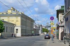 Moskva Ryssland, Juni, 12, 2017, den Solyanka gatan i den historiska mitten för Moskva` s, regional struktur` för ` av det bildan Royaltyfri Fotografi