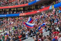 Moskva Ryssland - Juni 14, 2018: Fans på stadion Luzhniki på Arkivbilder