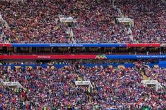 Moskva Ryssland - Juni 14, 2018: Fans på stadion Luzhniki på Arkivfoton