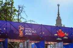 Moskva Ryssland - Juni 02, 2018: Fanzon av festivalen av festen 2018 för fanFIFA fan på sparvkullarna i Moskva Fotografering för Bildbyråer