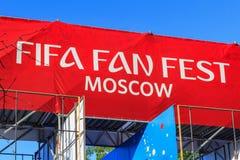 Moskva Ryssland - Juni 02, 2018: Fanzon av festivalen av festen 2018 för fanFIFA fan på sparvkullarna i Moskva Royaltyfria Bilder