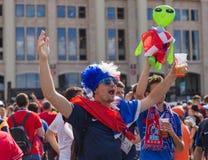 Moskva Ryssland - Juni 26, 2018: Fotbollfans på Moskvagatadur Fotografering för Bildbyråer