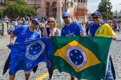 Moskva Ryssland - Juni 26, 2018: fotbollfans på röd fyrkant under Royaltyfri Foto
