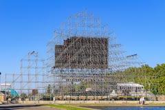 Moskva Ryssland - Juni 02, 2018: Konstruktion av fanzonen för den FIFA fanfesten 2018 på sparvkullarna i Moskva Royaltyfria Foton