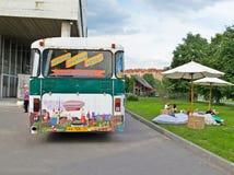 Moskva Ryssland - Juni 16, 2016: mobilt arkiv för buss Royaltyfria Foton