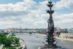MOSKVA RYSSLAND - JUNI 07, 2017: Monument till Peter det stort i Moskva Royaltyfria Bilder