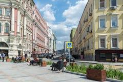 Moskva Ryssland - Juni 02 2016 Myasnitskaya gata - en gata i den historiska mitten av staden Fotografering för Bildbyråer