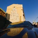 Moskva Ryssland, Juni, 20, 2015 Rysk plats: Grafitti Hello! vid den spanska konstnären i den Escif Zvonarsky gränden i Moskva Fotografering för Bildbyråer