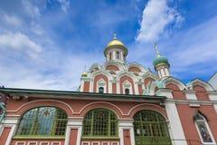 MOSKVA RYSSLAND - JUNI 03: Sikt på den Kazansky domkyrkan på Juni 03, Royaltyfri Fotografi