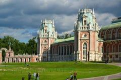 Moskva Ryssland - Juni 08, 2016 Storslagen slott i Tsaritsyno museumreserv Royaltyfri Bild