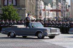 Moskva Ryssland - kan 09, 2008: beröm av Victory Day WWII ståtar på röd fyrkant Högtidlig passage av militär utrustning som flyge Royaltyfria Foton