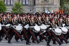 Moskva Ryssland - kan 09, 2008: beröm av Victory Day WWII ståtar på röd fyrkant Högtidlig passage av militär utrustning som flyge Fotografering för Bildbyråer