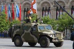 Moskva Ryssland - kan 09, 2008: beröm av Victory Day WWII ståtar på röd fyrkant Högtidlig passage av militär utrustning som flyge Royaltyfri Foto