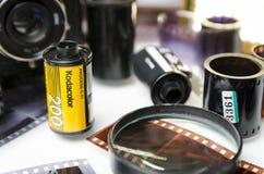 Moskva Ryssland - kan 21, 2019: Filmkodacolor Kodak och closeup f?r framkallad film fotografering för bildbyråer