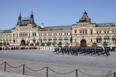 Moskva Ryssland, kan 26, 2007 Rysk plats: skilja sig från hästvakter i MoskvaKreml på den röda fyrkanten Royaltyfri Bild