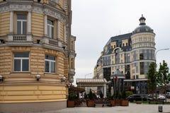 Moskva Ryssland kan 25, sikt 2019 av den Baltschug gatan, ing?ng till det lyxiga hotellet Baltschug Kempinski arkivbilder