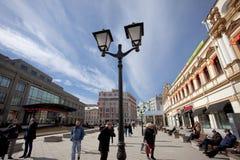 Moskva Ryssland, Kuznetsky mest gata Arkivfoto