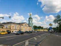 Moskva Ryssland - Maj 12, 2018 Den Yauzskaya gatan är en av äldst gator av staden Fotografering för Bildbyråer
