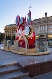 MOSKVA RYSSLAND - Maj 21, 2018: En klocka med en nedräkning av dagar, timmar och minuter till starten av den FIFA världscupen 201 Arkivfoto