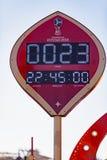 MOSKVA RYSSLAND - Maj 21, 2018: En klocka med en nedräkning av dagar, timmar och minuter till starten av den FIFA världscupen 201 Royaltyfri Foto