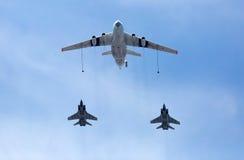 MOSKVA RYSSLAND - MAJ 9, 2015: Luft-luft ryskt flygvapen IL-78 Arkivfoton