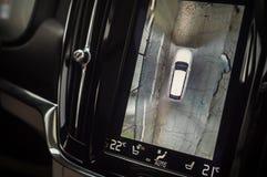 MOSKVA RYSSLAND - MAJ 3, 2017 VOLVO V90 ARGT LAND, inre sikt Prov av det nya Volvo V90 arga landet Denna bil är AWD SUV med Fotografering för Bildbyråer