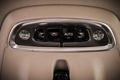 MOSKVA RYSSLAND - MAJ 3, 2017 VOLVO V90 ARGT LAND, inre sikt Prov av det nya Volvo V90 arga landet Denna bil är AWD SUV med Royaltyfria Bilder