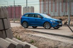 MOSKVA RYSSLAND - MAJ 20, 2017 VOLVO XC60 POLESTAR, framdel-sida sikt Prov av den nya Volvo XC60 polestaren Denna bil är AWD över Arkivfoton