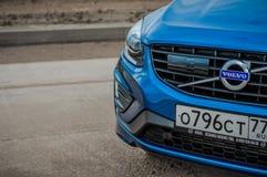 MOSKVA RYSSLAND - MAJ 20, 2017 VOLVO XC60 POLESTAR, framdel-sida sikt Prov av den nya Volvo XC60 polestaren Denna bil är AWD över Royaltyfri Foto
