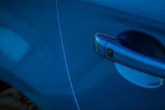 MOSKVA RYSSLAND - MAJ 20, 2017 VOLVO XC60 POLESTAR, framdel-sida sikt Prov av den nya Volvo XC60 polestaren Denna bil är AWD över Royaltyfria Bilder