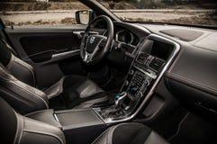 MOSKVA RYSSLAND - MAJ 20, 2017 VOLVO XC60 POLESTAR, ineriorsikt Prov av den nya Volvo XC60 polestaren Denna bil är AWD kompakt cr Royaltyfri Foto