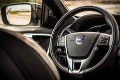 MOSKVA RYSSLAND - MAJ 20, 2017 VOLVO XC60 POLESTAR, ineriorsikt Prov av den nya Volvo XC60 polestaren Denna bil är AWD kompakt cr Arkivbilder