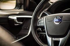 MOSKVA RYSSLAND - MAJ 20, 2017 VOLVO XC60 POLESTAR, ineriorsikt Prov av den nya Volvo XC60 polestaren Denna bil är AWD kompakt cr Fotografering för Bildbyråer