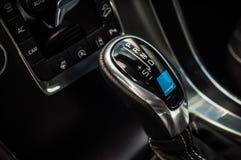 MOSKVA RYSSLAND - MAJ 20, 2017 VOLVO XC60 POLESTAR, ineriorsikt Prov av den nya Volvo XC60 polestaren Denna bil är AWD kompakt cr Royaltyfria Bilder