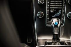 MOSKVA RYSSLAND - MAJ 20, 2017 VOLVO XC60 POLESTAR, ineriorsikt Prov av den nya Volvo XC60 polestaren Denna bil är AWD kompakt cr Royaltyfri Bild