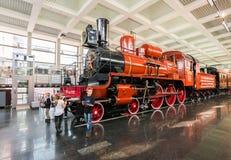 MOSKVA RYSSLAND - mars 11 2017 Ångalokomotiv U127 - minnesmärke av ingen vetenskap och teknik av rysk federation Museum 350 av Arkivbilder