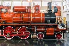 MOSKVA RYSSLAND - mars 11 2017 Ångalokomotiv U127 - minnesmärke av ingen vetenskap och teknik av rysk federation Museum 350 av Royaltyfri Fotografi