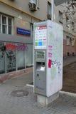Moskva Ryssland - mars 14, 2016 ATM av banken av Moskva på den trädgårds- cirkeln Arkivfoto