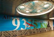 Moskva Ryssland - mars 10 2016 Grafitti på tema av flyget för Chkalov ` s från Moskva till Kanada via nordpolen i gångtunnel Arkivbild
