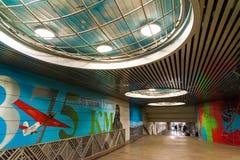 Moskva Ryssland - mars 10 2016 Grafitti på tema av flyget för Chkalov ` s från Moskva till Kanada via nordpolen i gångtunnel Royaltyfria Foton