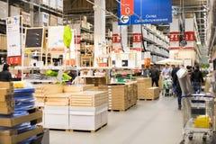 Moskva Ryssland - mars 25, 2018: Inre av Ikea magasinintelligens royaltyfri bild