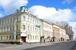 Moskva Ryssland, mars, 20, 2016, lönande hem- Zabelins-Kupriyanova i Moskva på Pokrovka Arkivbilder