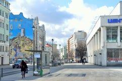 Moskva Ryssland, mars, 20, 2016, Pokrovka gata, grafitti med bilden av Krimet på framdelen av huset Arkivbilder