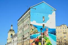 Moskva Ryssland, mars, 20, 2016, Pokrovka gata, grafitti med bilden av Krimet på framdelen av huset Arkivfoto